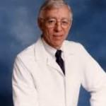 Dr. Fred con bata blanca